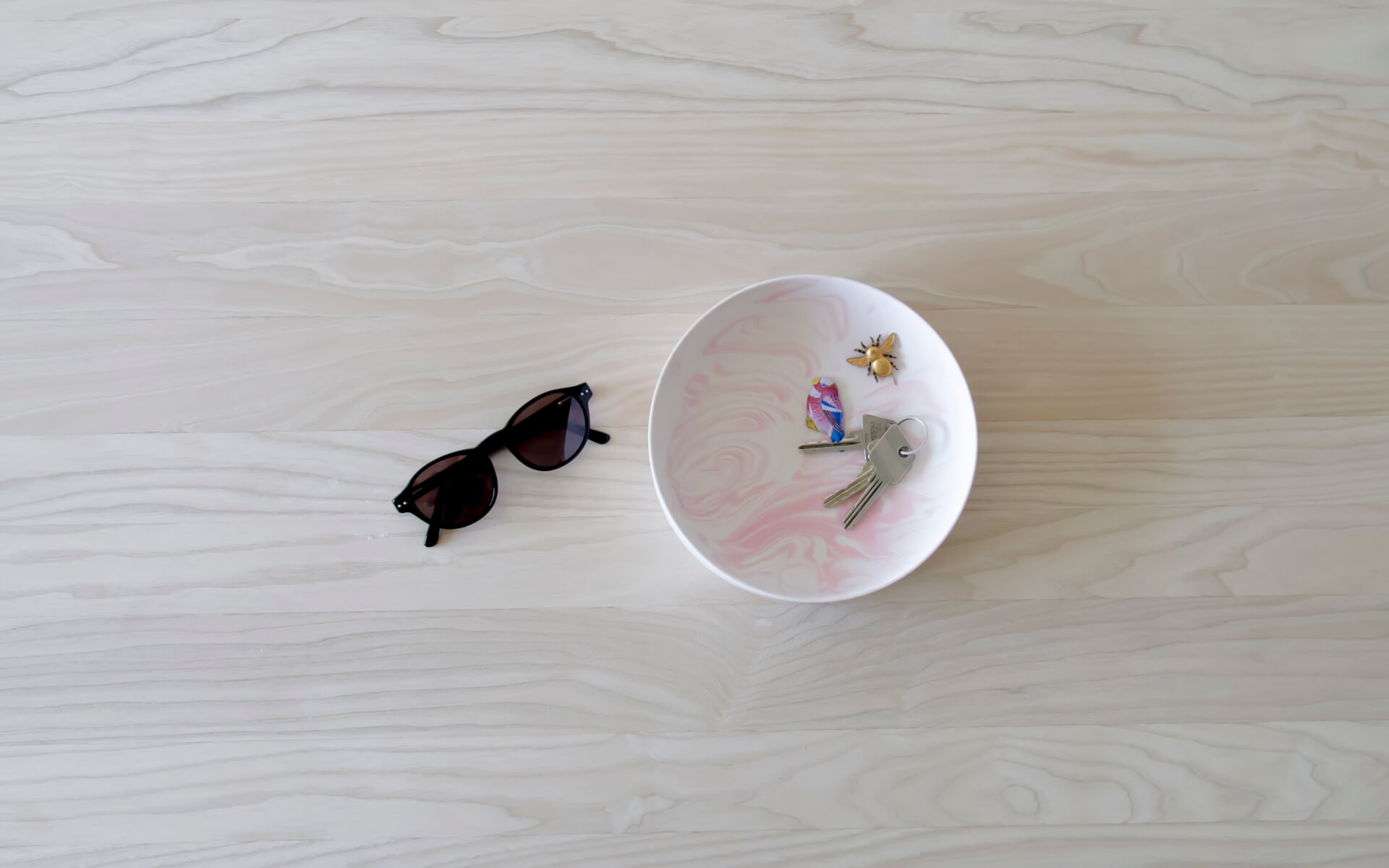 Poured Bowl – Large – White with Pink – Top View – Troels_Flensted – 300dpi