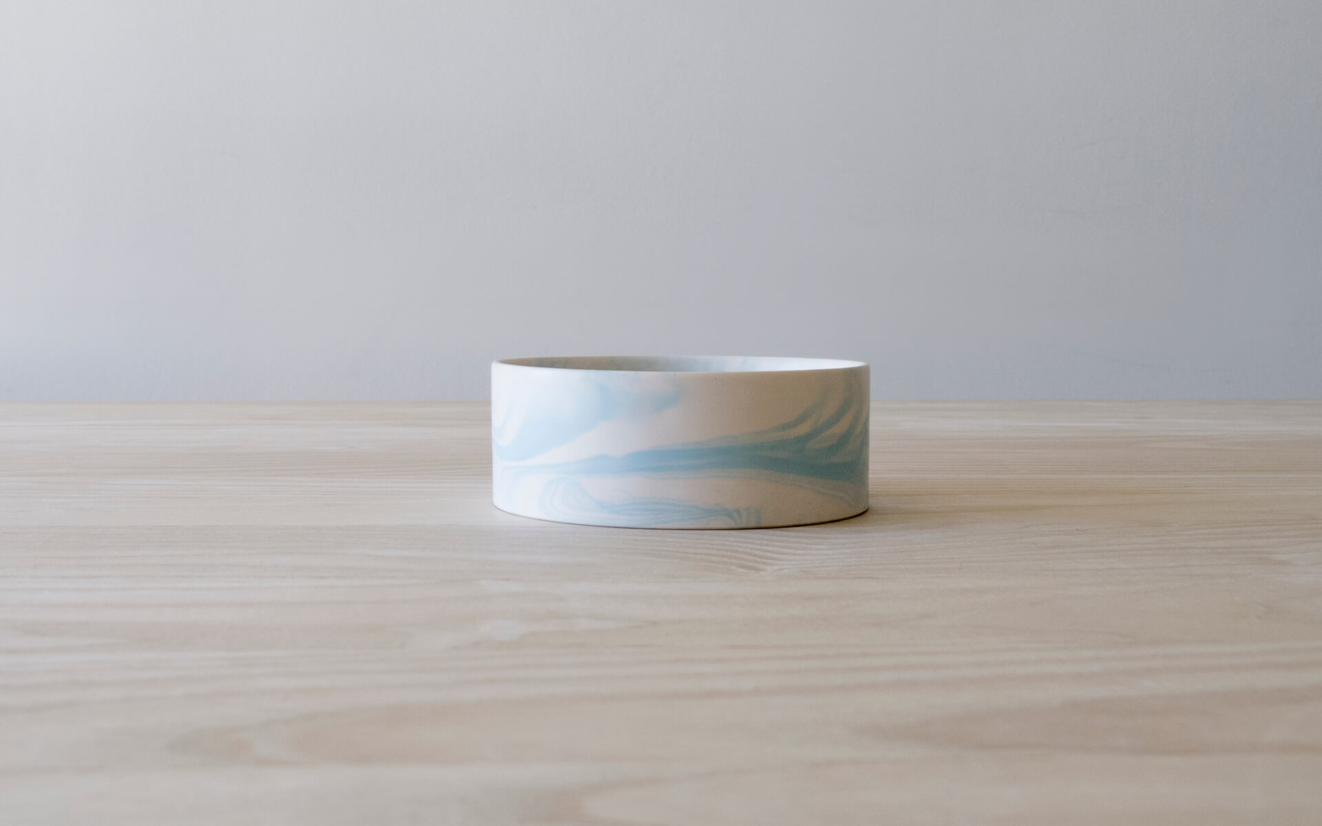 Poured Bowl – Small – White with Light Blue – Side View – Troels_Flensted – 300dpi
