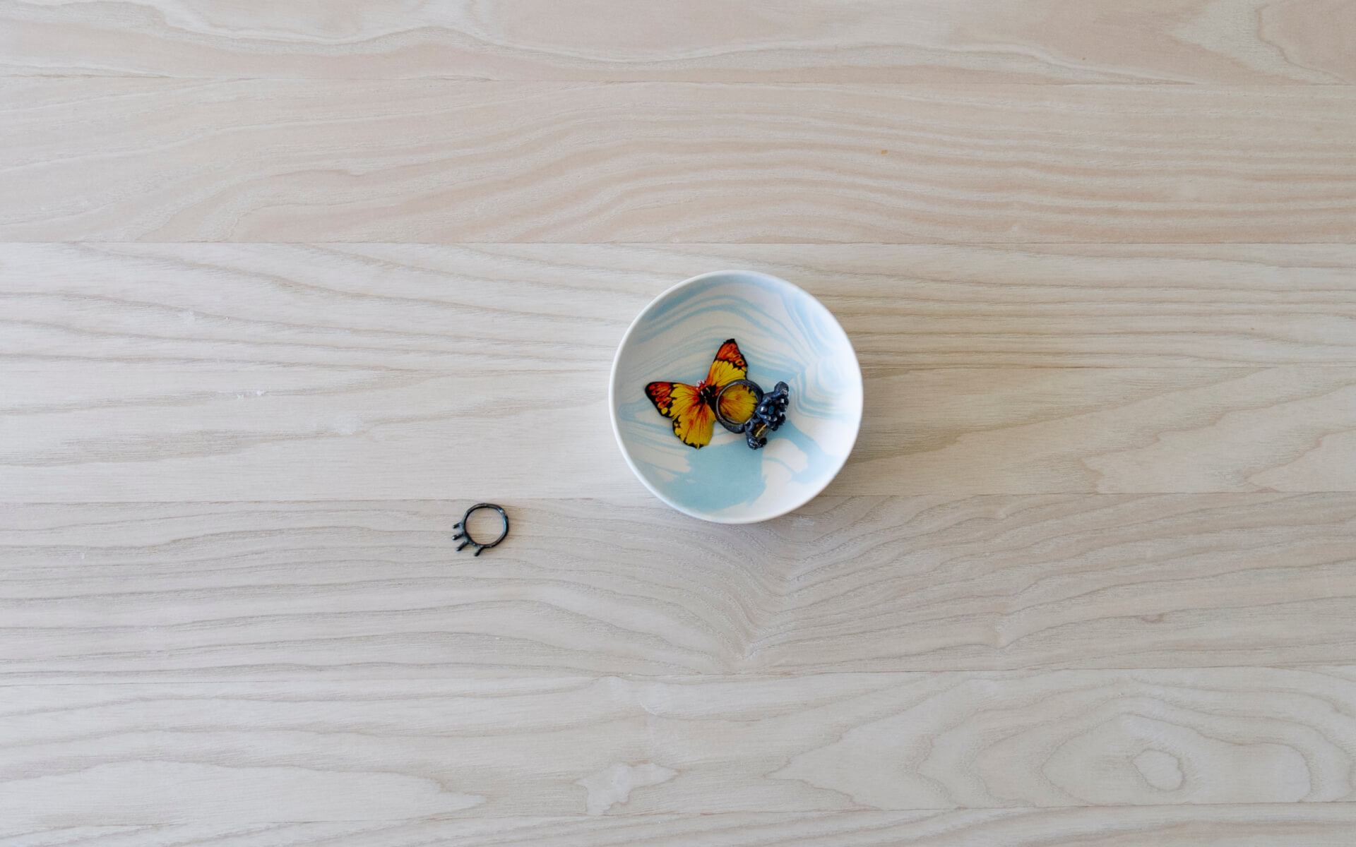 Poured Bowl – Small – White with Light Blue – Top View – Troels_Flensted – 300dpi