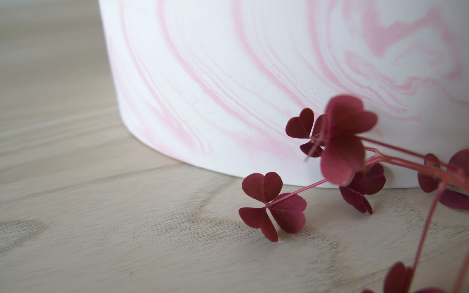 Poured Bowl – Small – White with Pink – Detail Shot – Troels_Flensted – 300dpi
