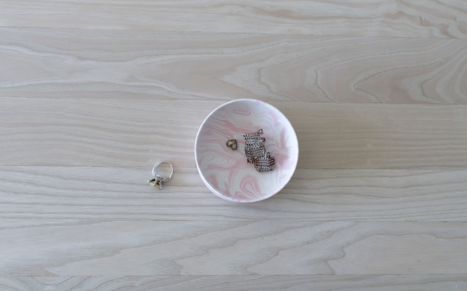 Poured Bowl – Small – White with Pink – Top View – Troels_Flensted – 300dpi