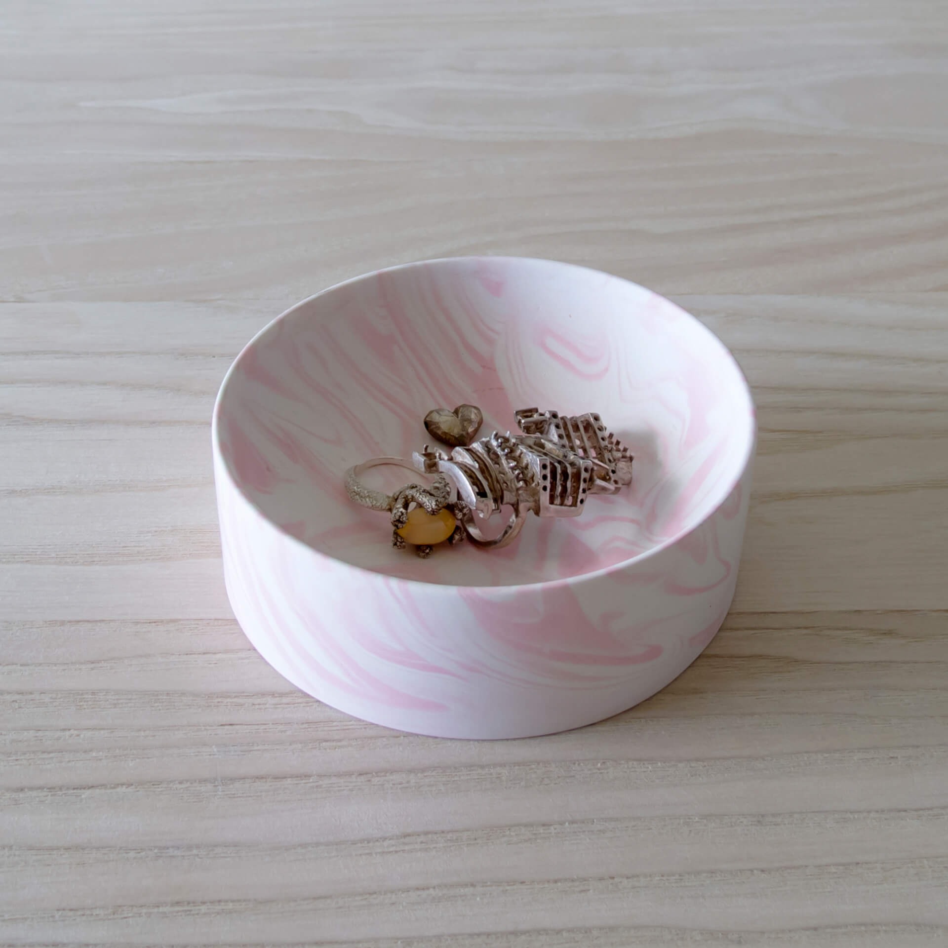Poured Bowl – Small – White with Pink – Top View – Troels_Flensted – Square – 300dpi
